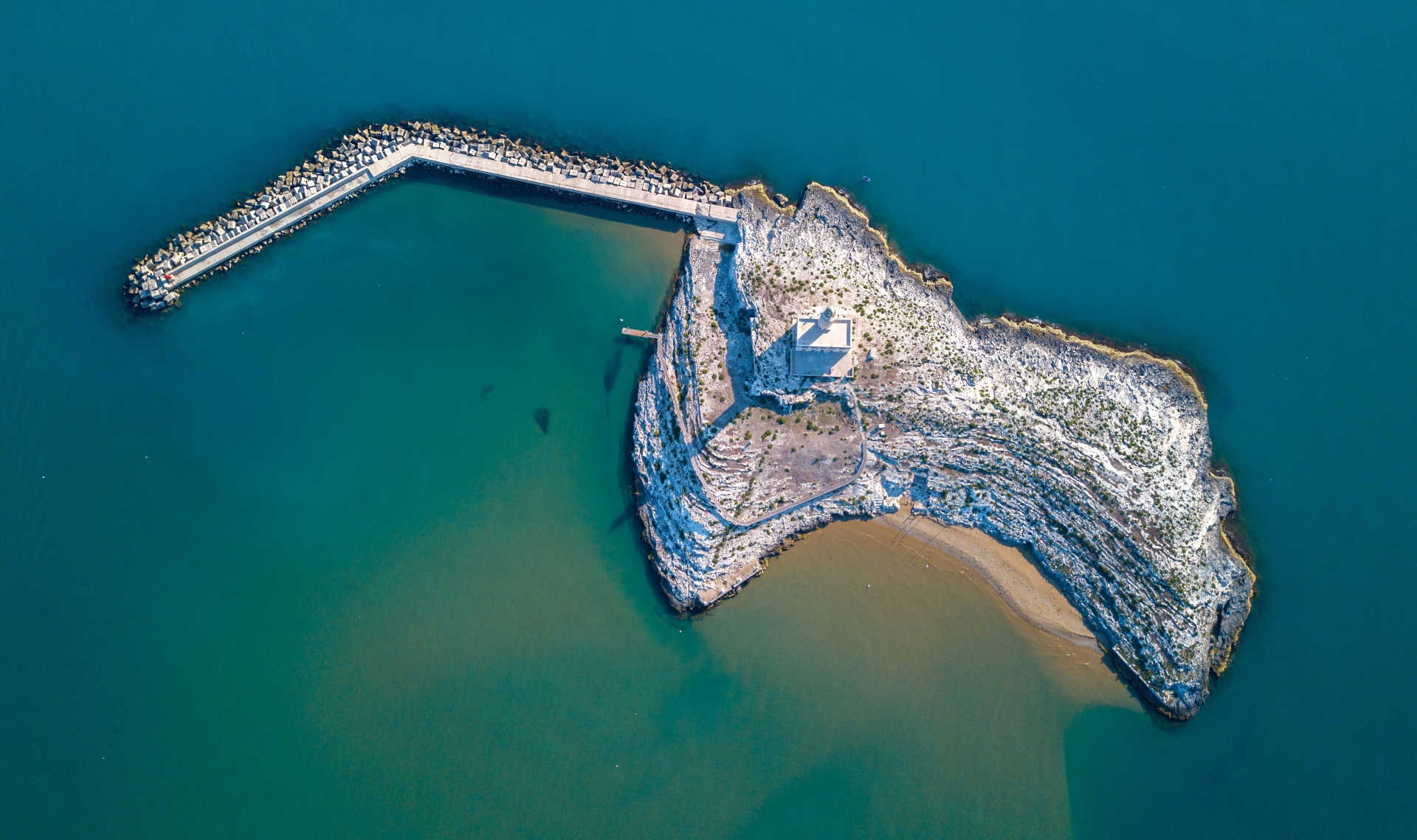 Isola di Santa Eufemia con il faro di Vieste dall